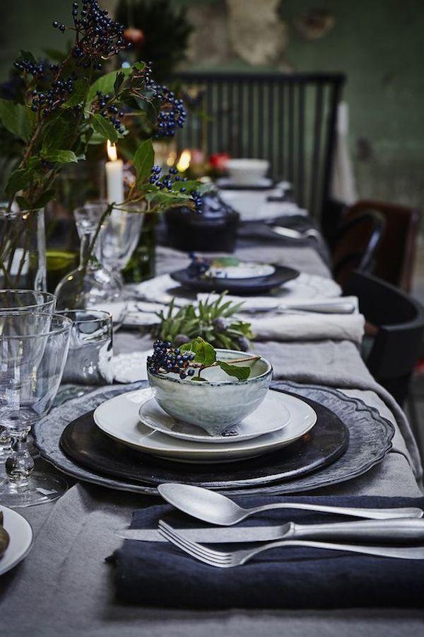 tavola di natale in grigio e blu