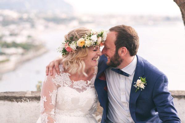 Un matrimonio bohémien in riva al mare