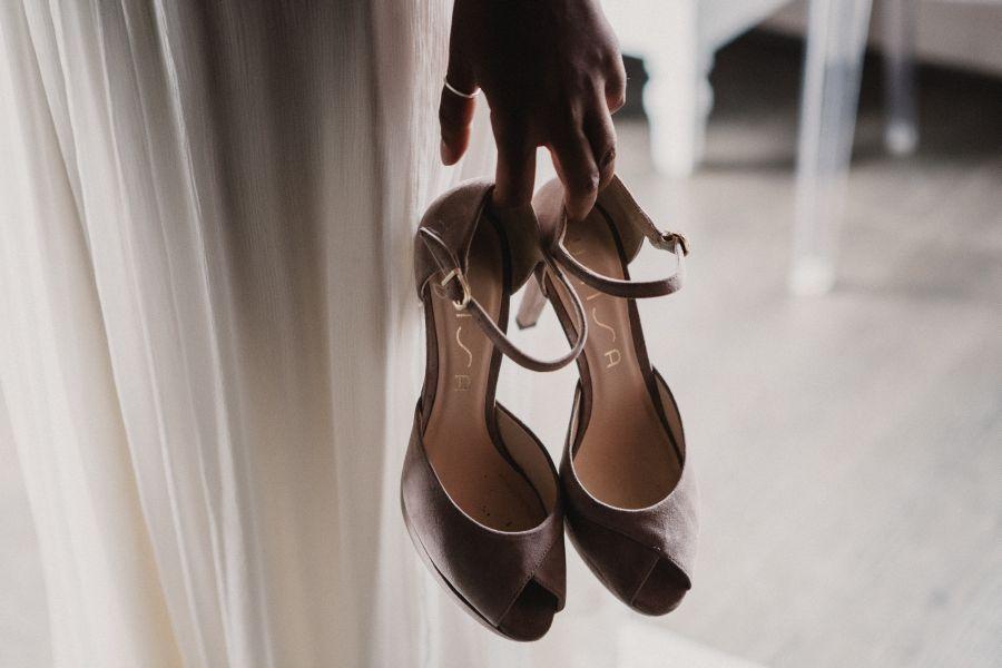 sandali grigi da sposa