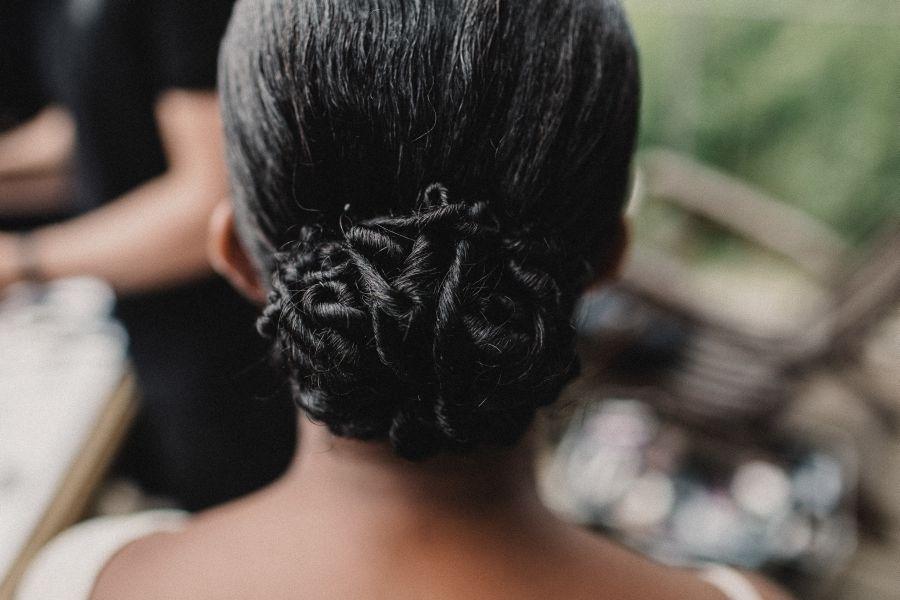 raccolto da sposa capelli ricci