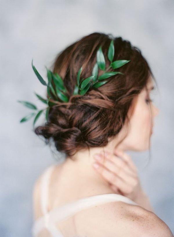 acconciatura sposa con foglie