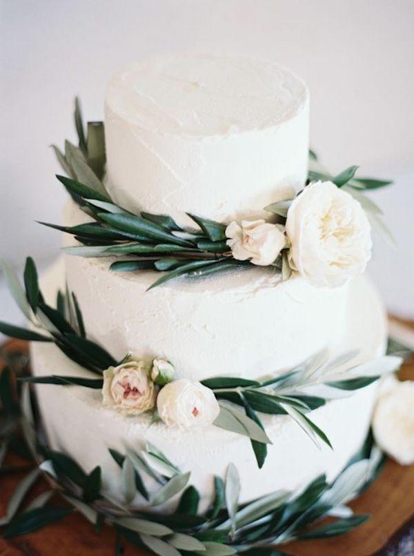 wedding cake decorata con foglie