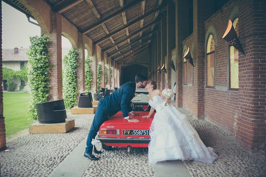 Matrimonio Rustico Piemonte : Un abito da sposa a pois per un matrimonio tra rustico e romantico