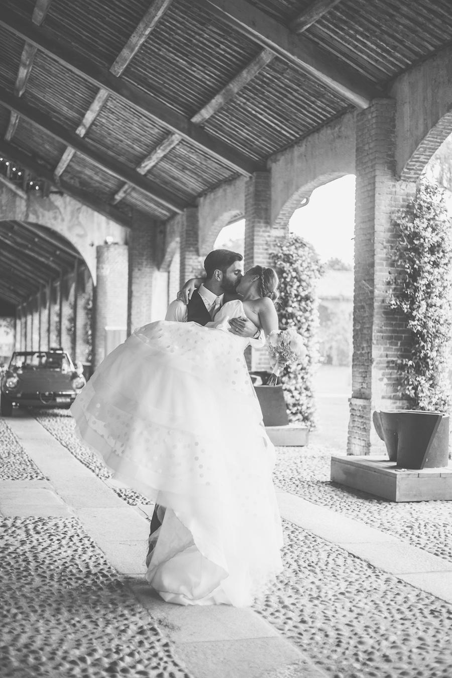 Matrimonio Rustico Romantico : Un abito da sposa a pois per matrimonio tra rustico e