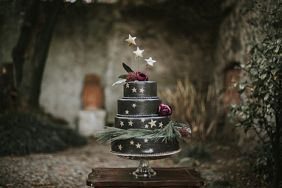 torta nera con stelle
