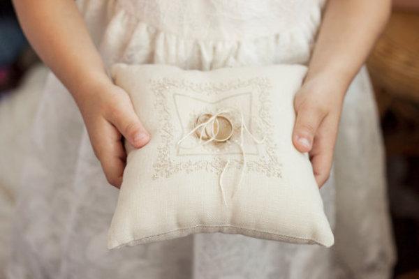 cuscino portafedi in lino