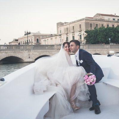 Peonie e polaroid per un matrimonio a Siracusa