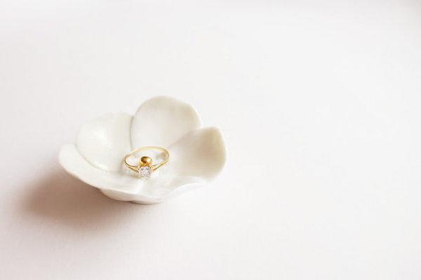 piattino portafedi a forma di fiore