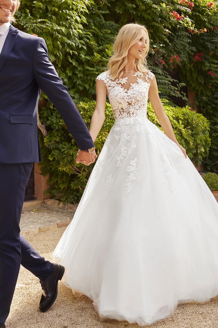 ec30ba644a13 White One 2018  abiti da sposa romantici e seducenti