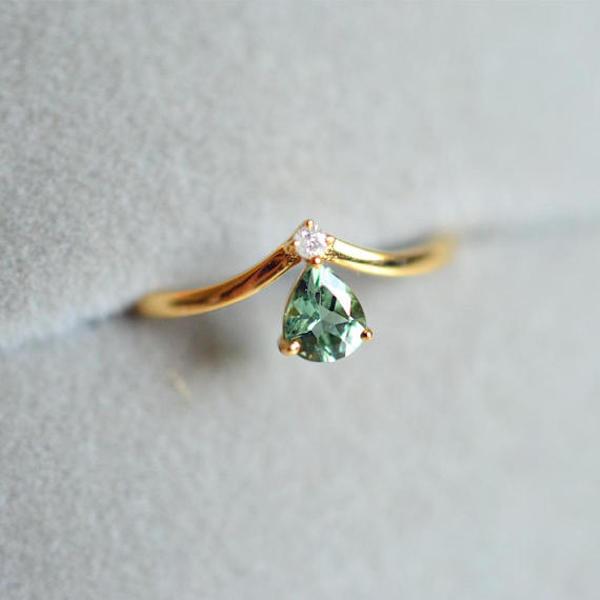 Anello di fidanzamento con tormalina verde