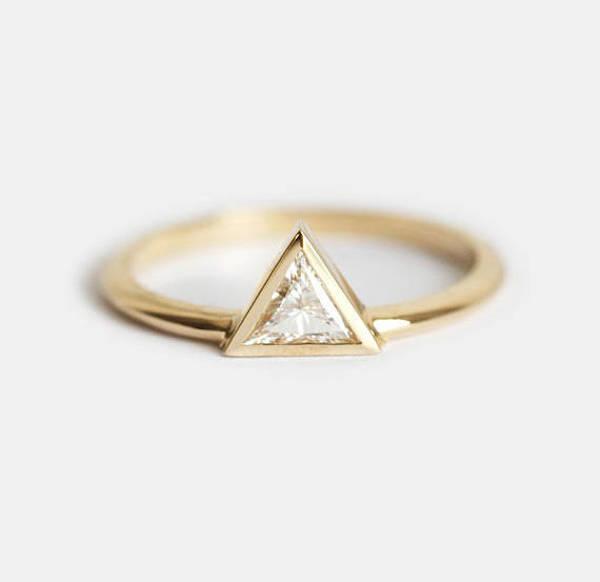 Anello con diamante geometrico