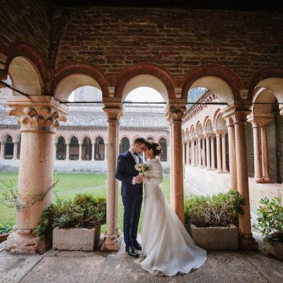 Anemoni e bacche per un matrimonio invernale