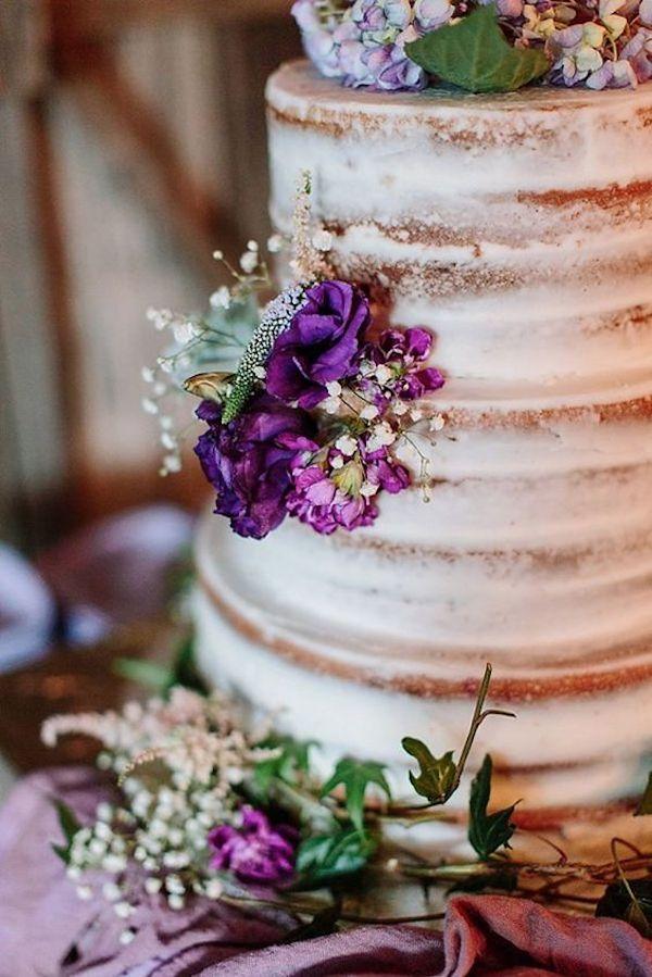 naked cake con fiori viola