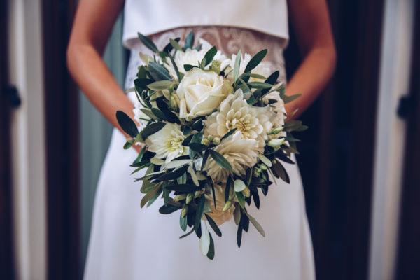 bouquet di dalie e foliage