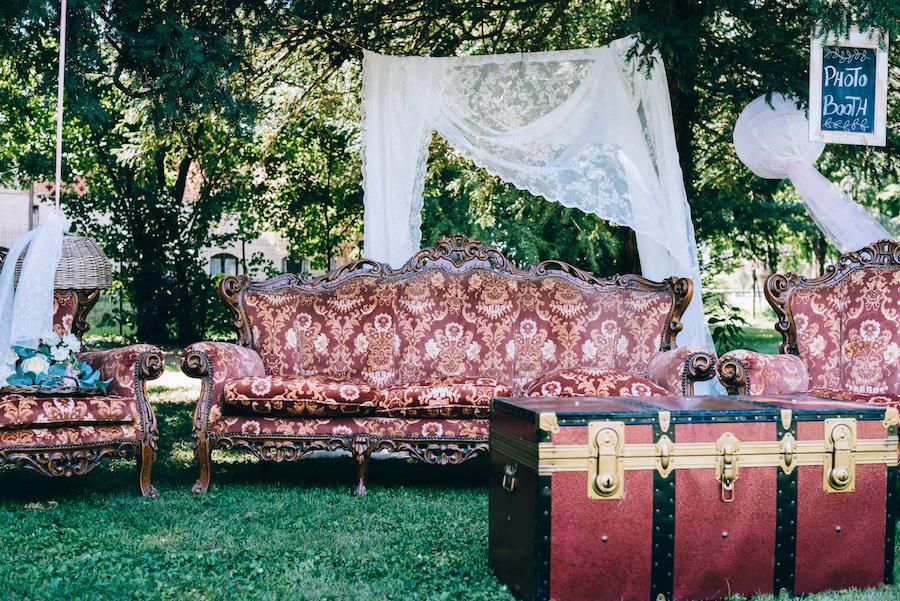 photo booth con divano vintage