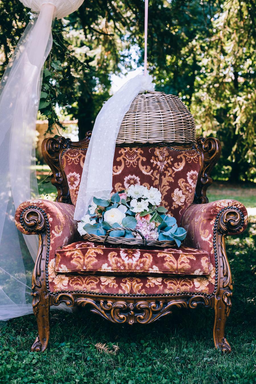 allestimento matrimonio con poltrona vintage