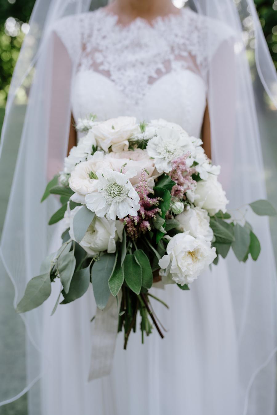 bouquet boho chic bianco, rosa e verde