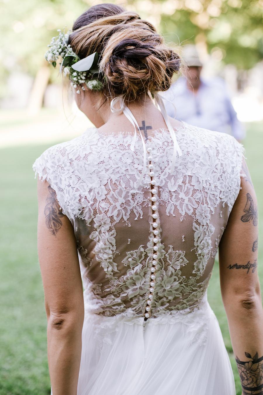 abito da sposa con schiena in pizzo