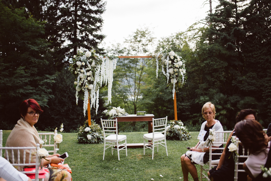 cerimonia all'aperto a villa crespi