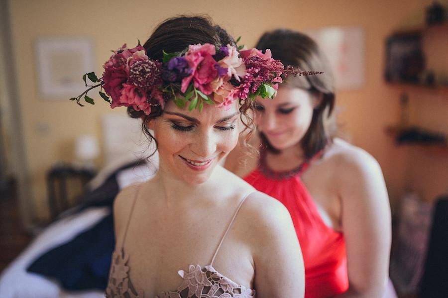 corona di fiori rosa e fucsia