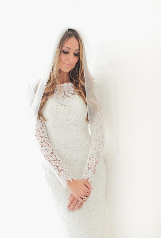 abito da sposa pronovias con maniche lunghe in pizzo