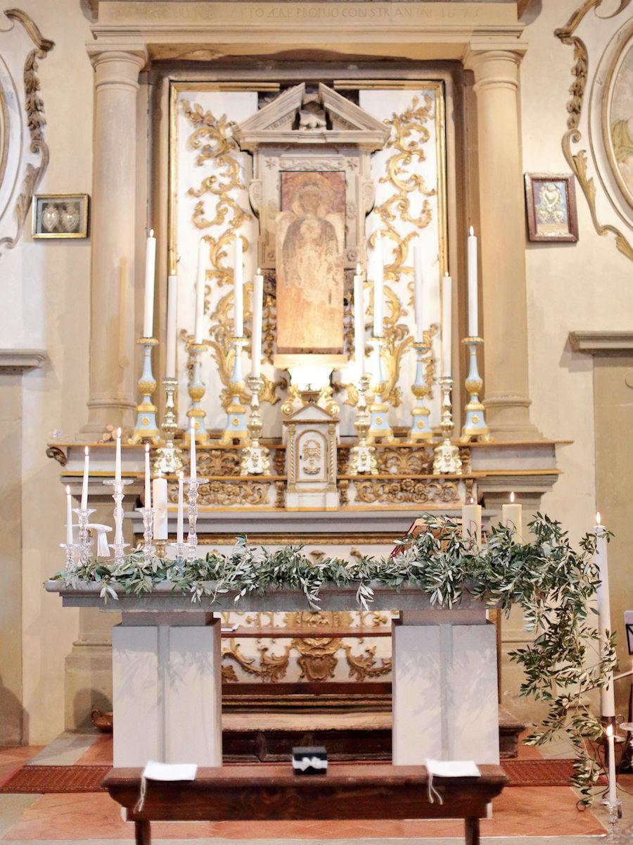 allestimento altare con foliage