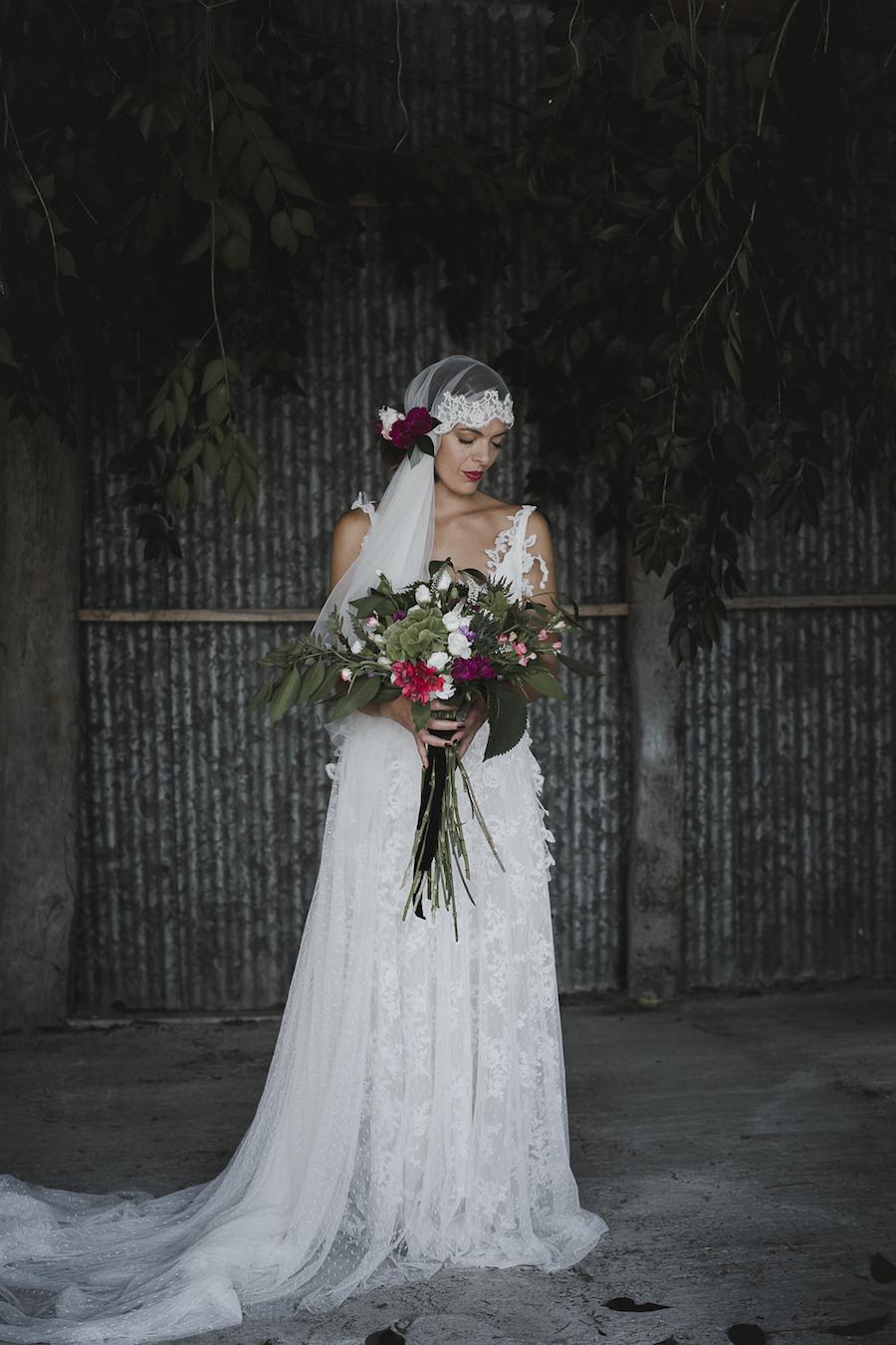 sposa boho chic con velo anni 20