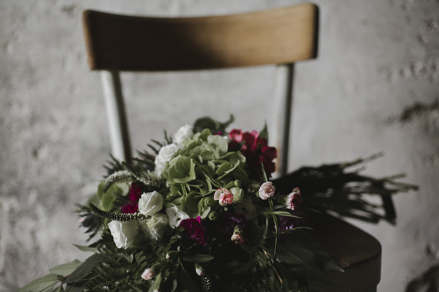 fiori rossi e bianchi con foliage