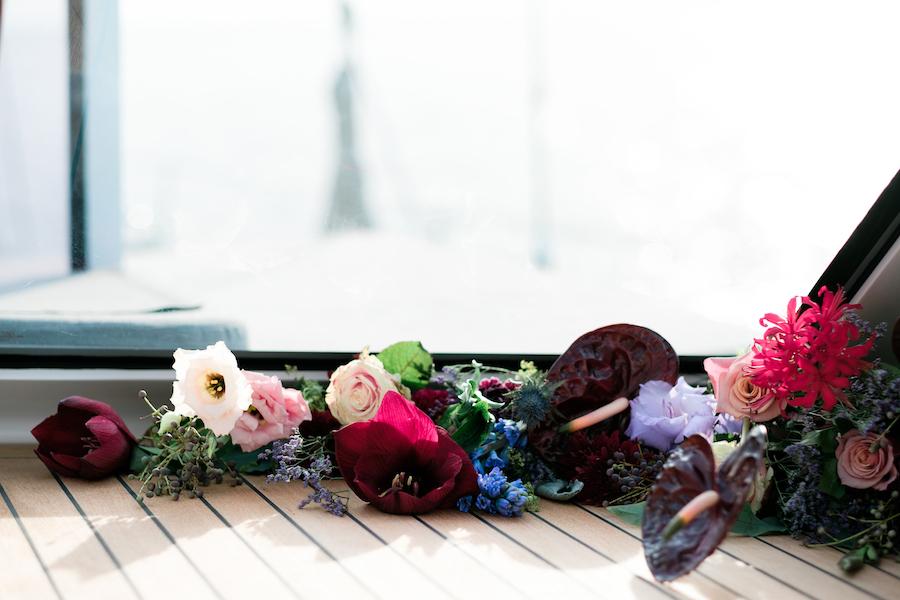 fiori rossi, rosa e azzurri
