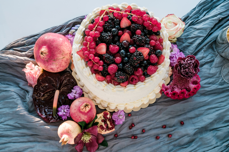 wedding cake con frutti di bosco