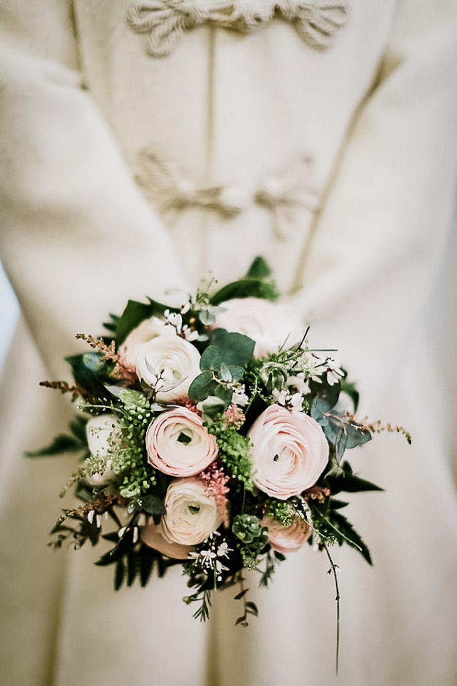 bouquet invernale con ranuncoli