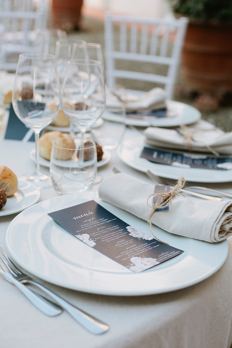 menù matrimonio blu con peonie
