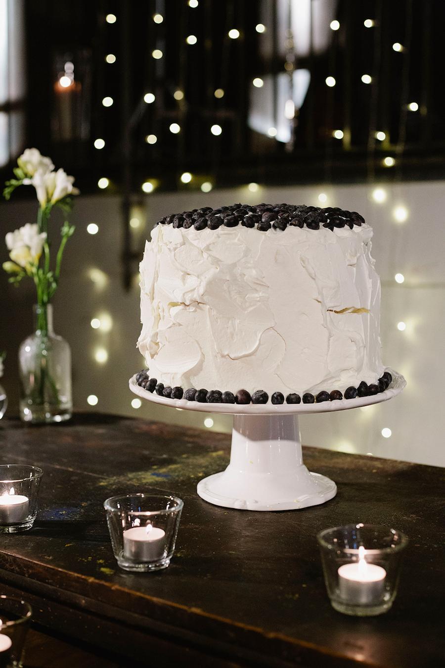wedding cake con mirtilli