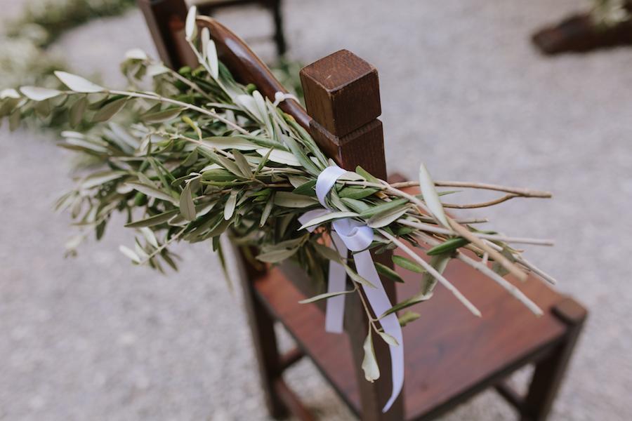 decorazione sedia con foglie di ulivo