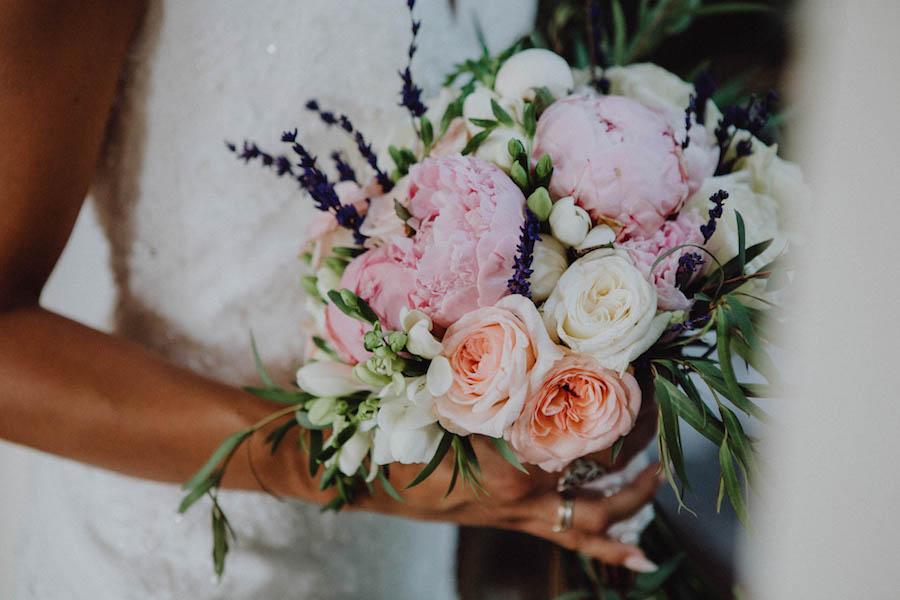 bouquet con peonie e lavanda