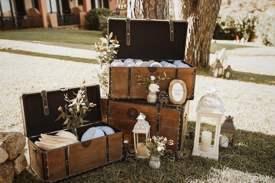 allestimento matrimonio con bauli vintage