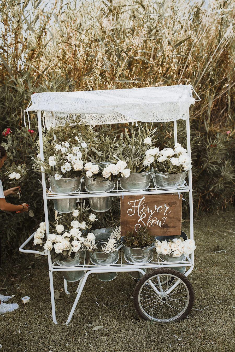 allestimento matrimonio con fiori bianchi
