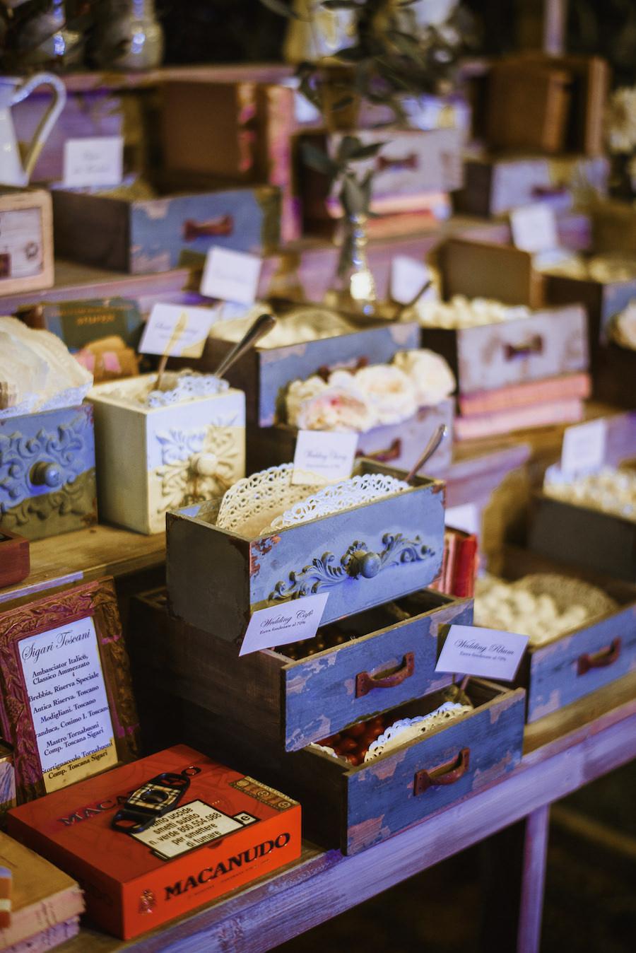 confettata con cassetti vintage