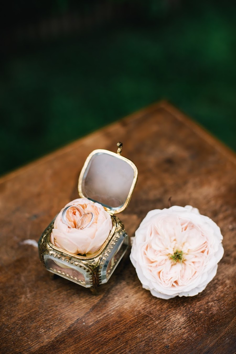scatolina porta fedi con rose inglesi