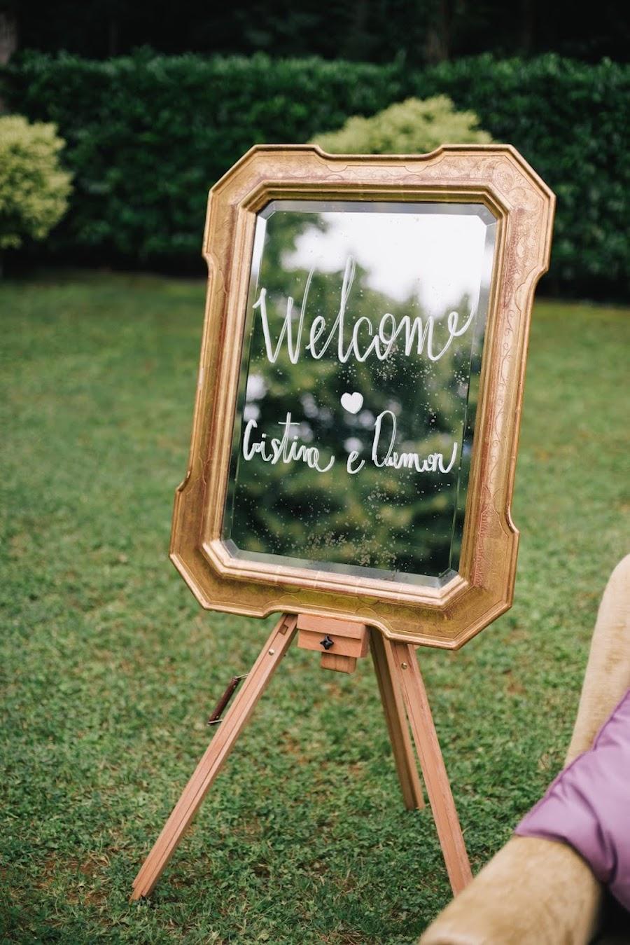 cartello di benvenuto con specchio