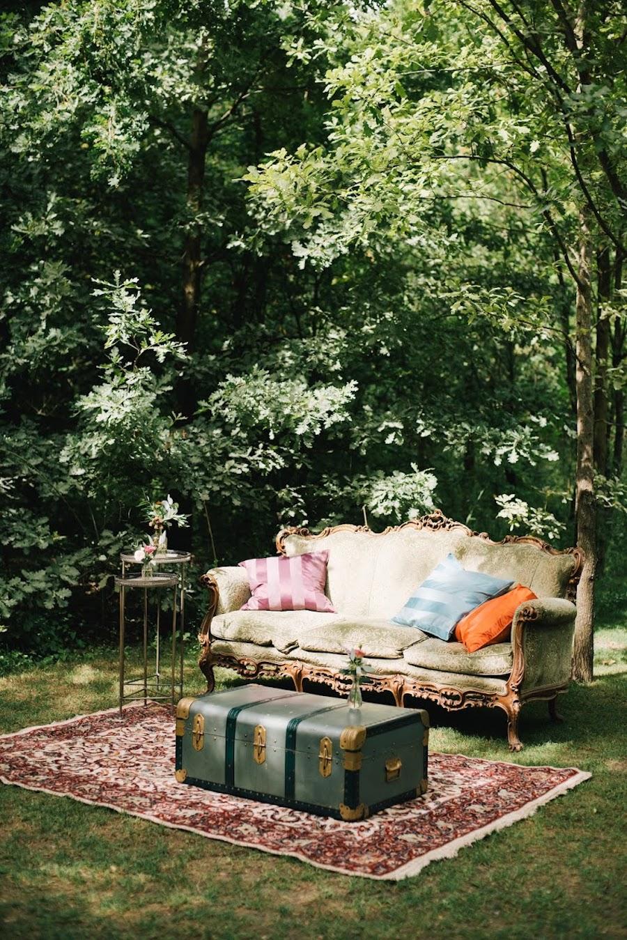 allestimento matrimonio con divano vintage