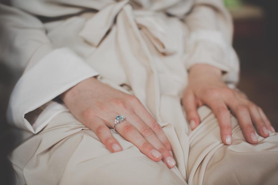 anello di fidanzamento azzurro