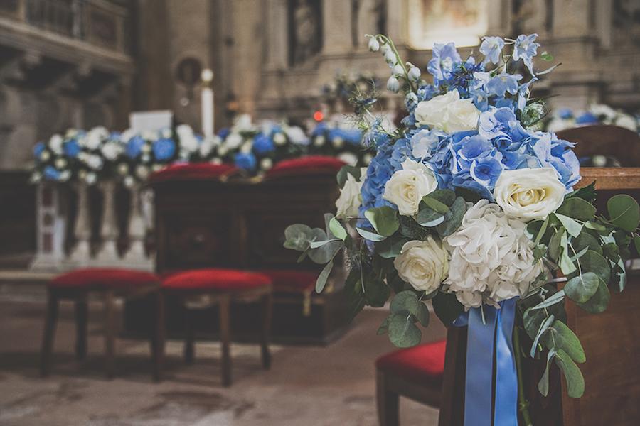 allestimento chiesa bianco e azzurro
