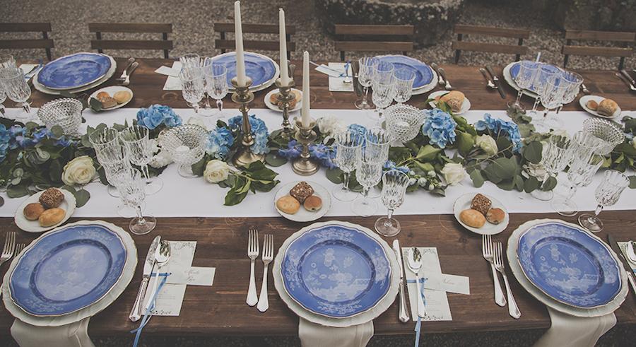tavola matrimonio azzurra e bianca