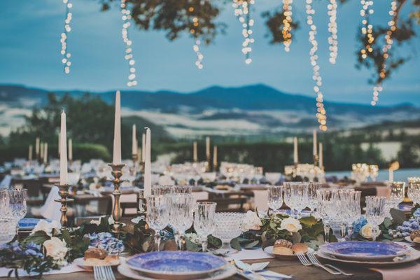 Un matrimonio azzurro pervinca in Val d'Orcia