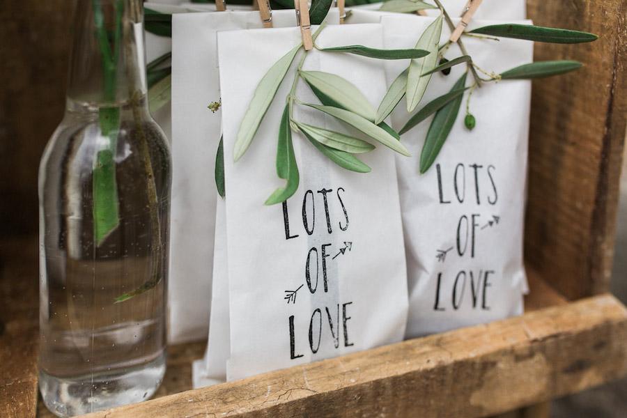confezione bomboniere con foglie d'ulivo