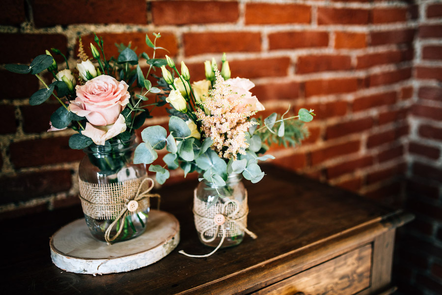 composizioni con rose ed eucalipto