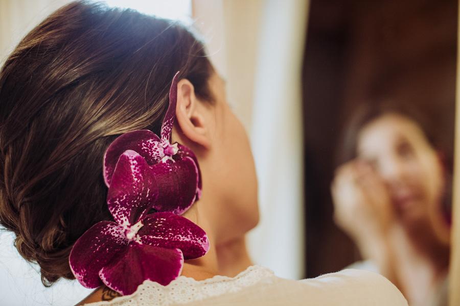 acconciatura sposa con orchidee