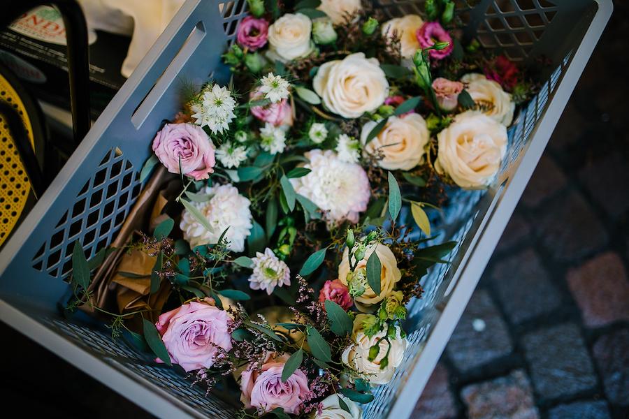 rose, dalie, nigella e lisianthus