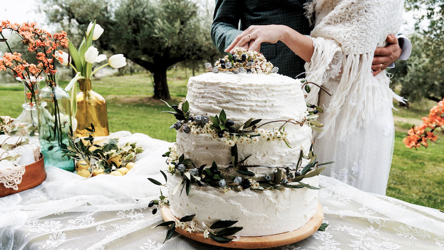 wedding cake bianca con foliage